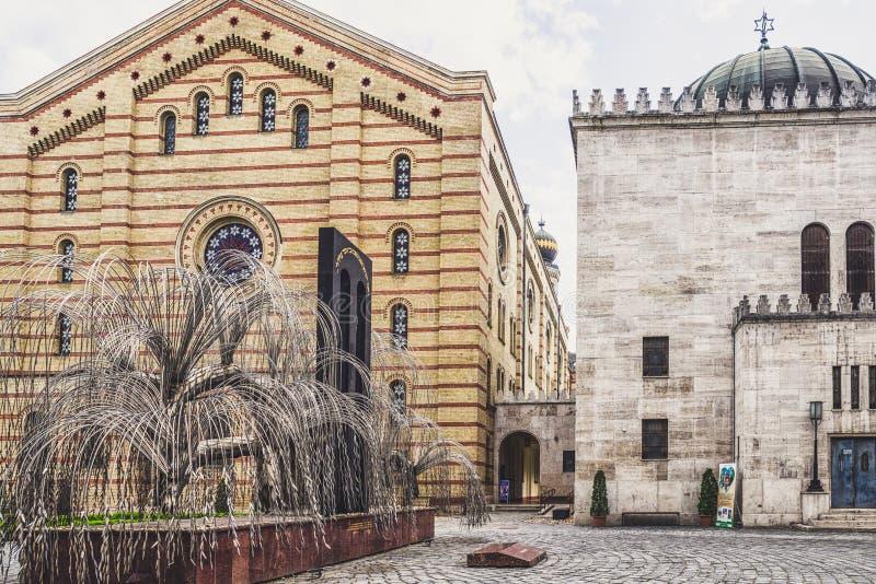 Trauerweidedenkmal in der großen Synagoge in Budapest, Ungarn stockfotografie