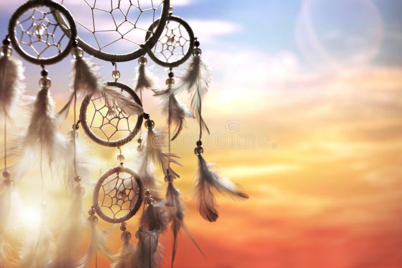 Traumfänger bei Sonnenuntergang lizenzfreies stockbild