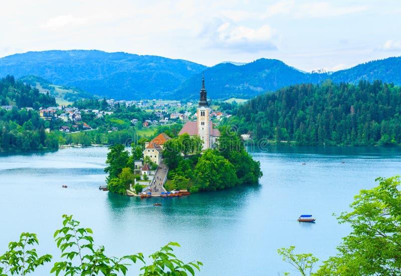 Trauminsel mit Kirche mitten in See blutete, Slowenien lizenzfreie stockbilder