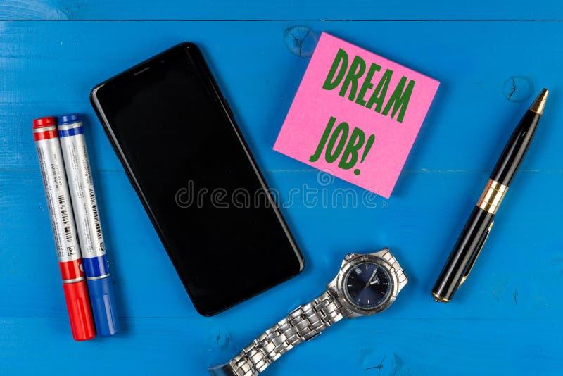 Traumjobkonzept mit leerem Kopienraumschirm am Handy lizenzfreie stockbilder