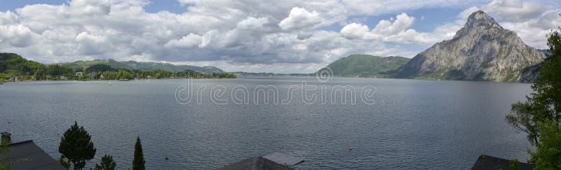 Download Traunsee stock afbeelding. Afbeelding bestaande uit water - 54085459