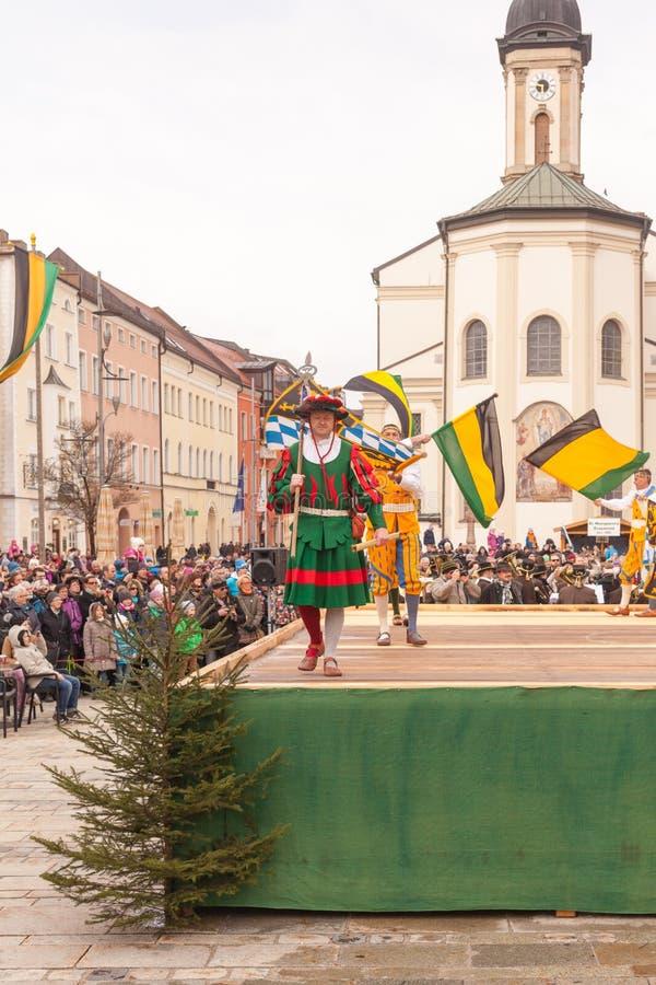 Traunstein/Germania/Baviera, il 6 aprile: Ballo di spada storico al Georgirittes in Traunstein sulla Pasquetta fotografia stock libera da diritti