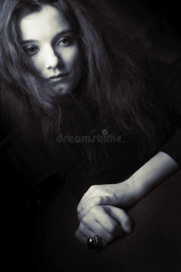 Traurige deprimierte Frau lizenzfreies stockfoto