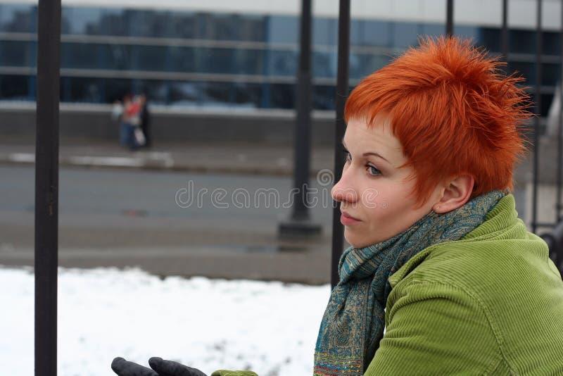 Traurige, einsame Frau lizenzfreies stockbild