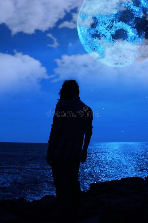 Traurige Frau mit dem Blau lizenzfreie stockfotos
