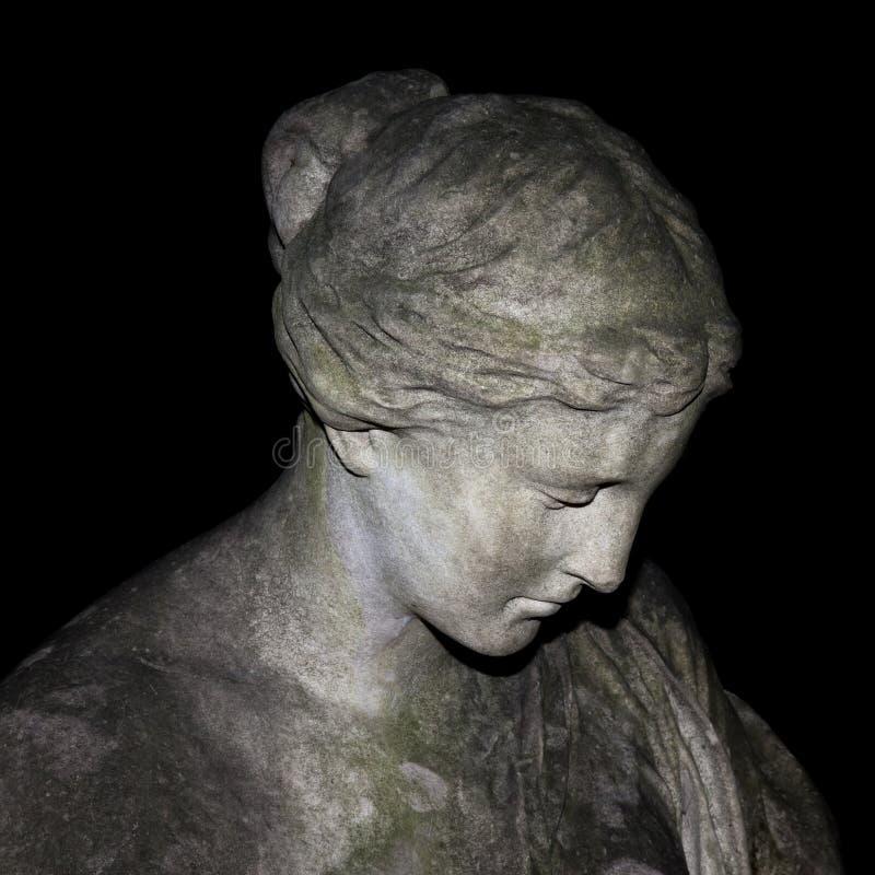 Traurige Frauenstatue lizenzfreie stockbilder
