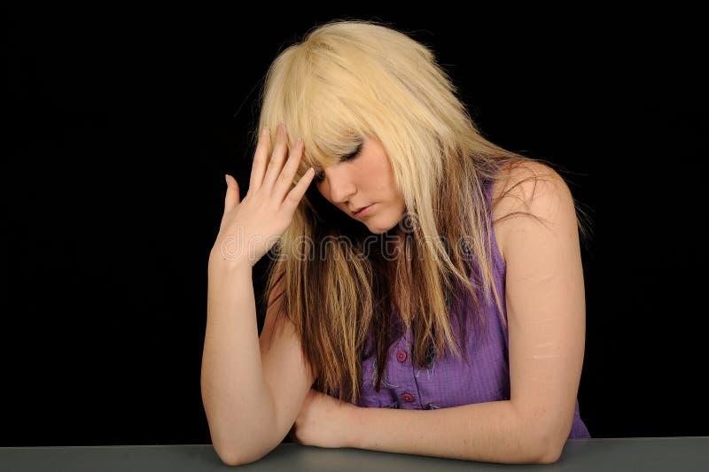 Traurige junge Frau lizenzfreies stockfoto
