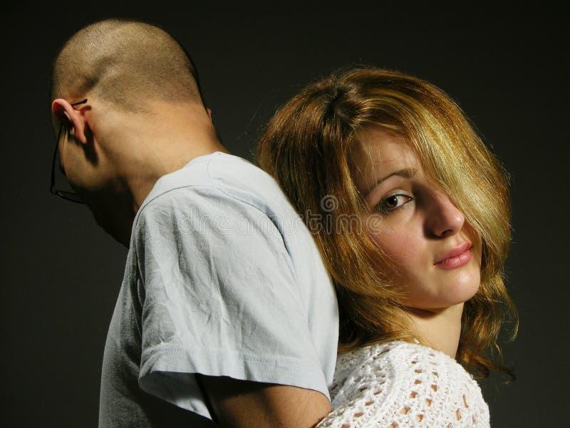 Traurige Paare mit jungem Mädchen und Jungen 3 stockbild