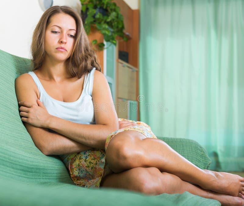 Traurige und einsame Frau stockbilder