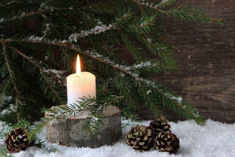 Traurige Weihnachtskerze lizenzfreie stockfotos