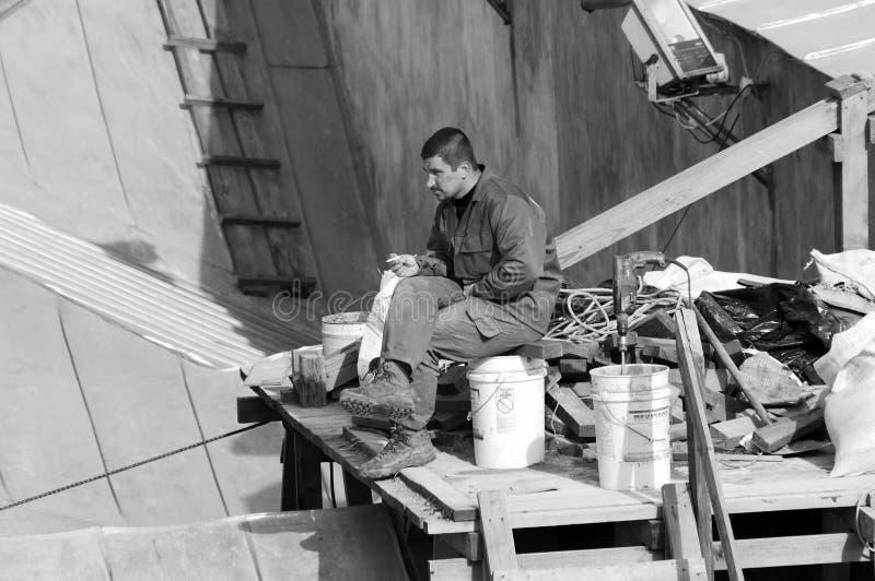 Trauriger Arbeitsmaler steht still lizenzfreies stockfoto