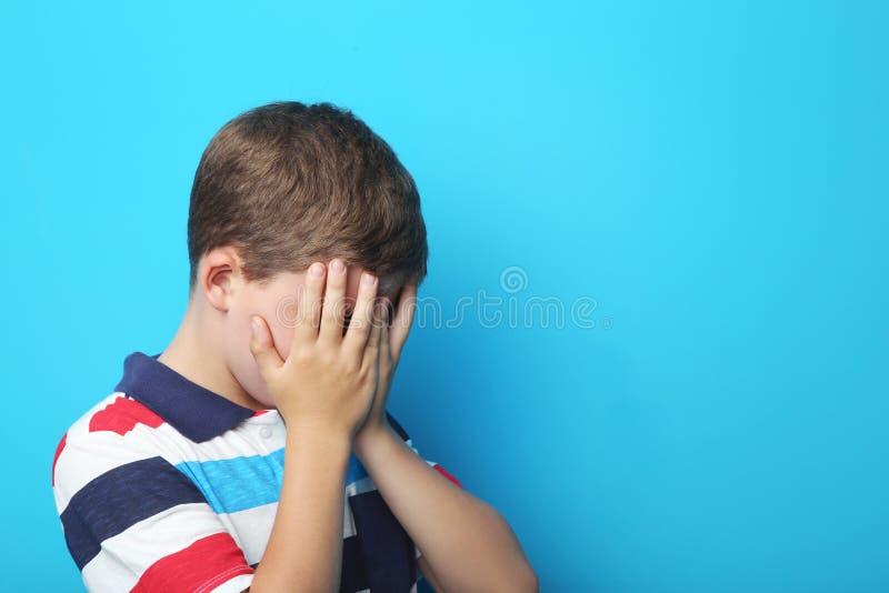 Trauriger Junge stockbilder