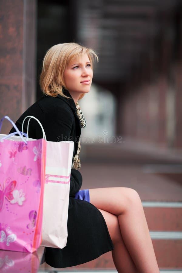 Trauriger junger Käufer. stockbilder