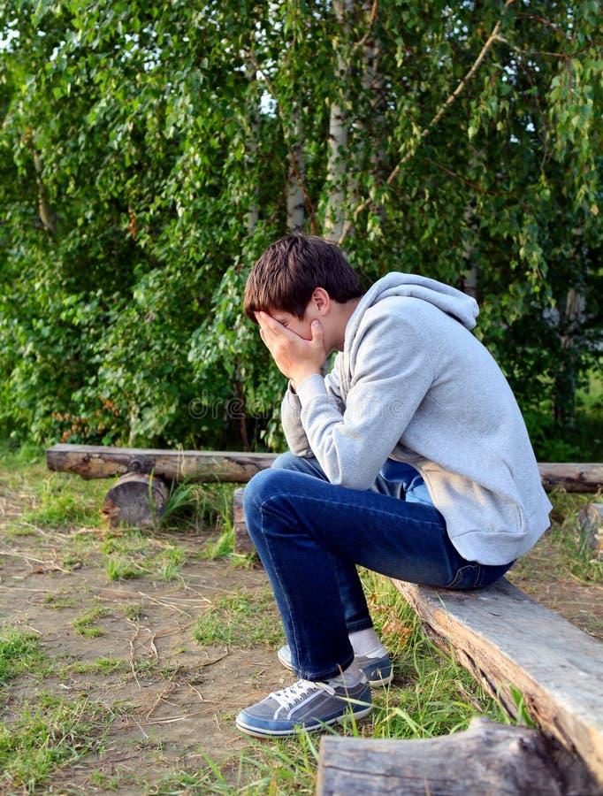 Trauriger junger Mann stockfoto