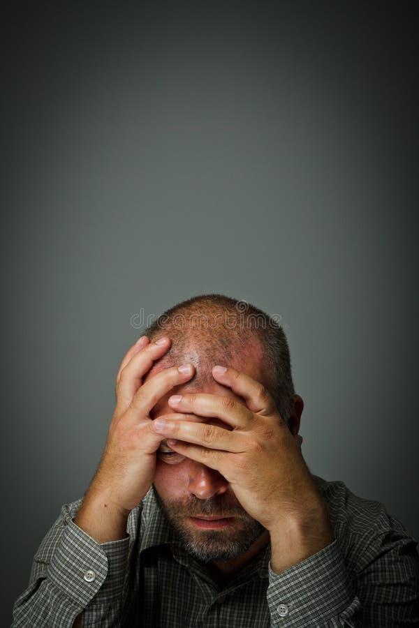 Trauriger Mann lizenzfreies stockfoto