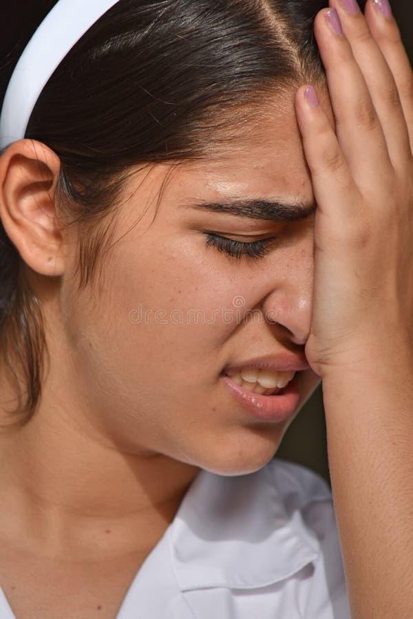 Trauriger netter kolumbianischer weiblicher Jugendlicher stockbild