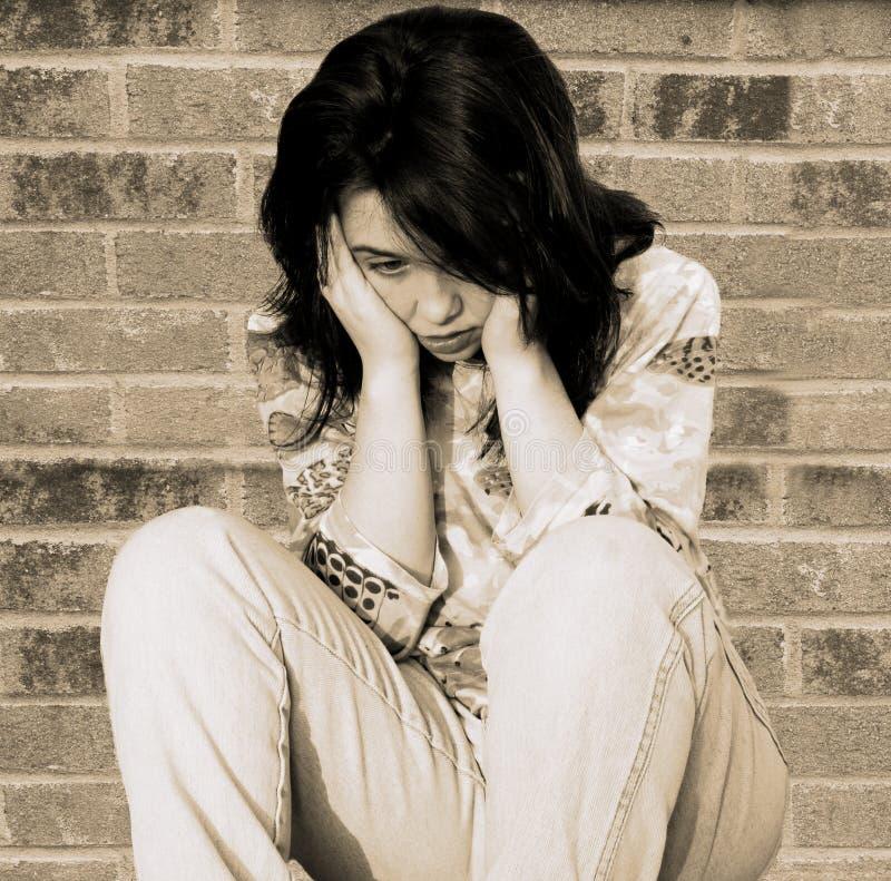 Trauriges deprimiertes jugendlich Mädchen stockfotografie