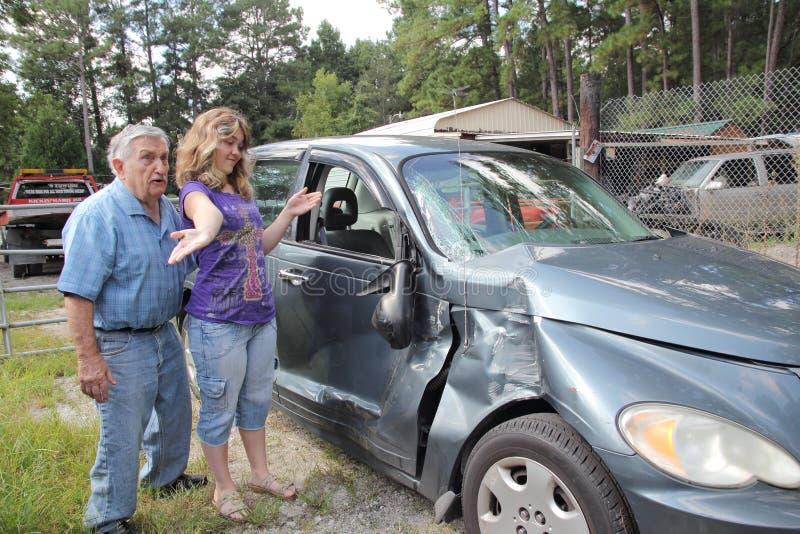 Trauriges grandpaw ruinierte ich Ihr Auto stockbild