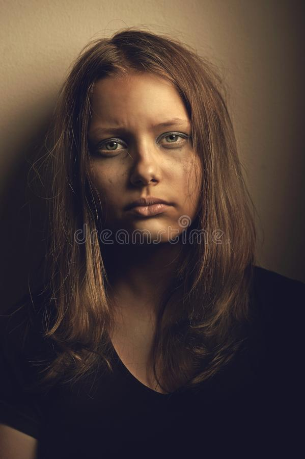 Trauriges jugendlich Mädchen stockfoto