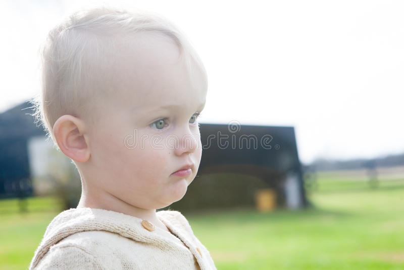 Trauriges Little Boy lizenzfreie stockfotos