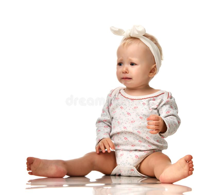 Trauriges schreiendes Schreien des kleinen Säuglingskinderbaby-Kleinkindes lizenzfreie stockfotografie