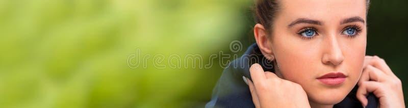 Trauriges weibliches Jugendlich-Mädchen-junge Frauen-Panorama stockbilder