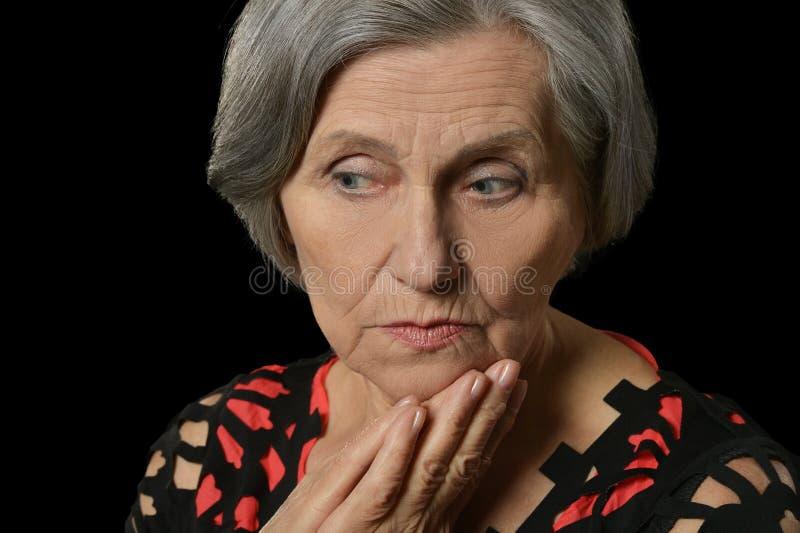 Traurigste ältere Frau stockbild