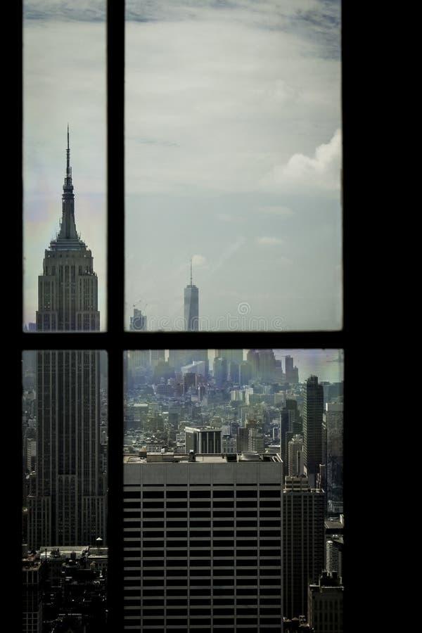 A través de la ventana imagenes de archivo