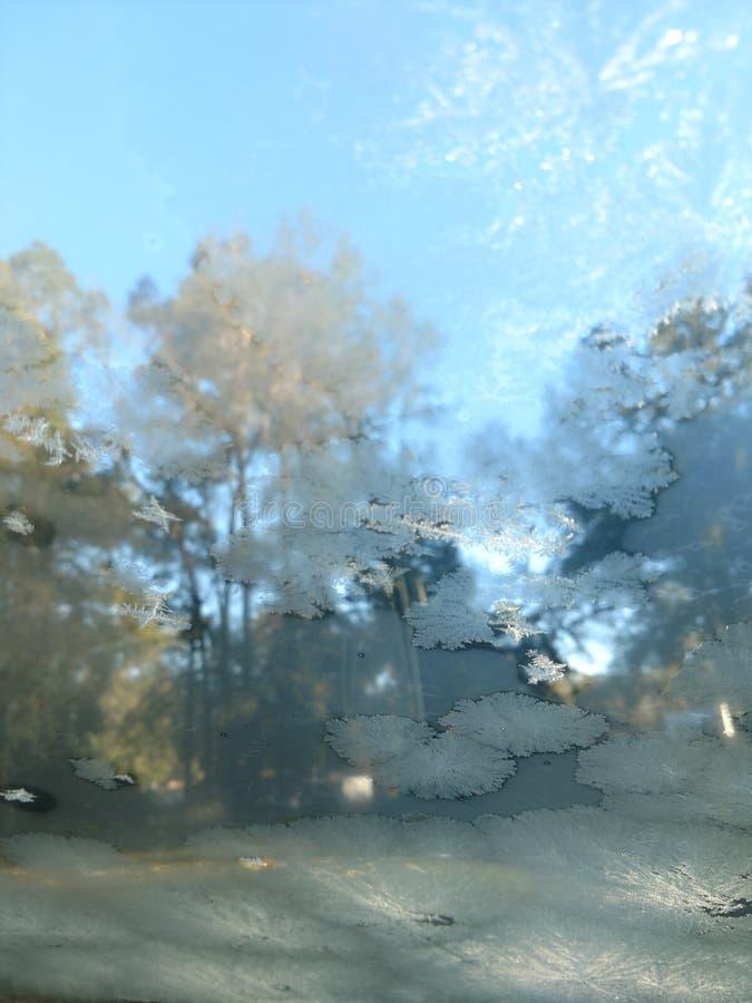 A través del cristal helado foto de archivo