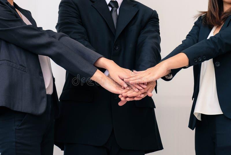 Travail d'équipe, mains de jointure de concept d'affaires photo stock
