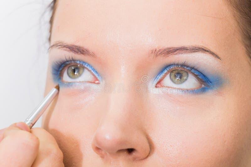 Travail d'artiste de maquillage photographie stock