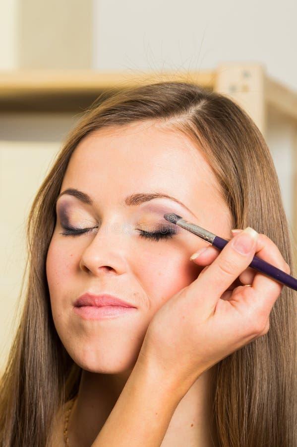 Travail d'artiste de maquillage images libres de droits