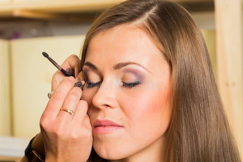 Travail d'artiste de maquillage photo stock