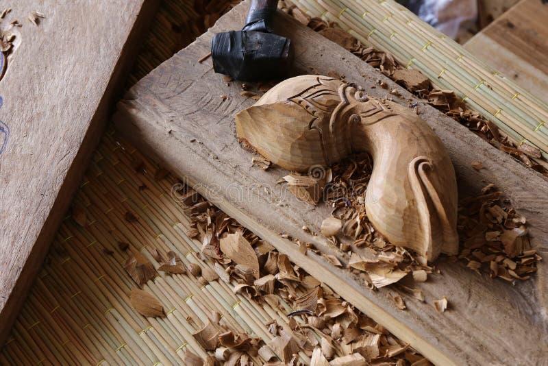 Travail d'outil de charpentier de burin en bois de gouge en bois images stock