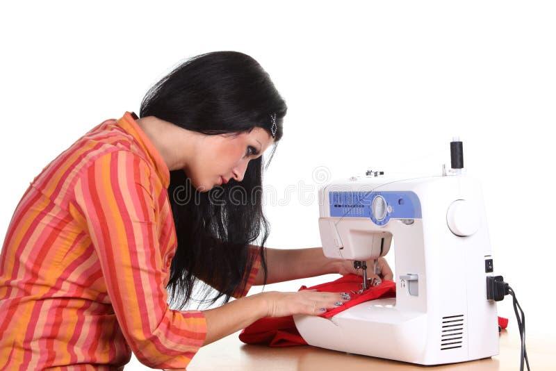 Travail d'ouvrière couturier sur la coudre-machine photos libres de droits