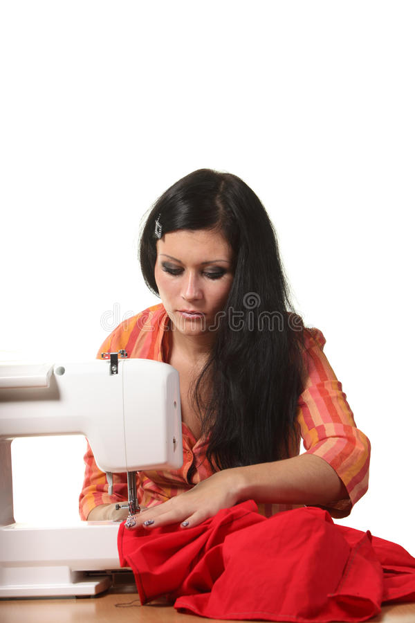 Travail d'ouvrière couturier sur la coudre-machine photographie stock libre de droits