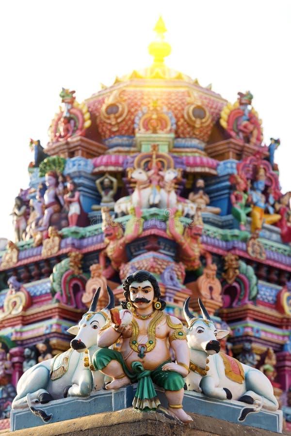 Travail de détail dans Gopuram, temple hindou Kapaleeshwarar , Chennai, T photos stock