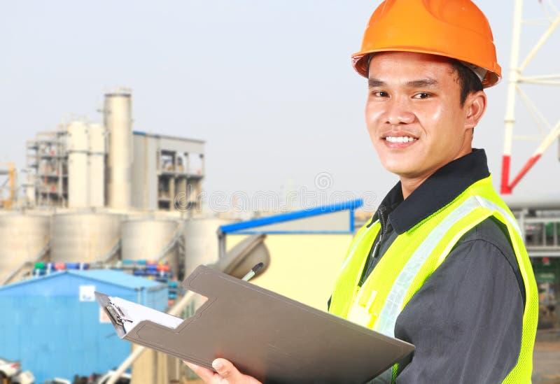Travail de port chimique de sécurité d'ingénieur industriel photos libres de droits