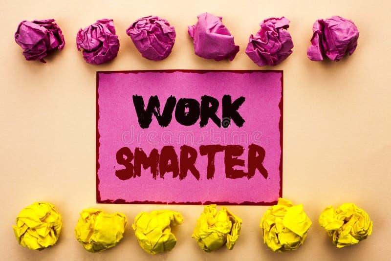 Travail des textes d'écriture de Word plus futé Concept d'affaires pour Job Task Effective Faster Method intelligent efficace écr photos stock