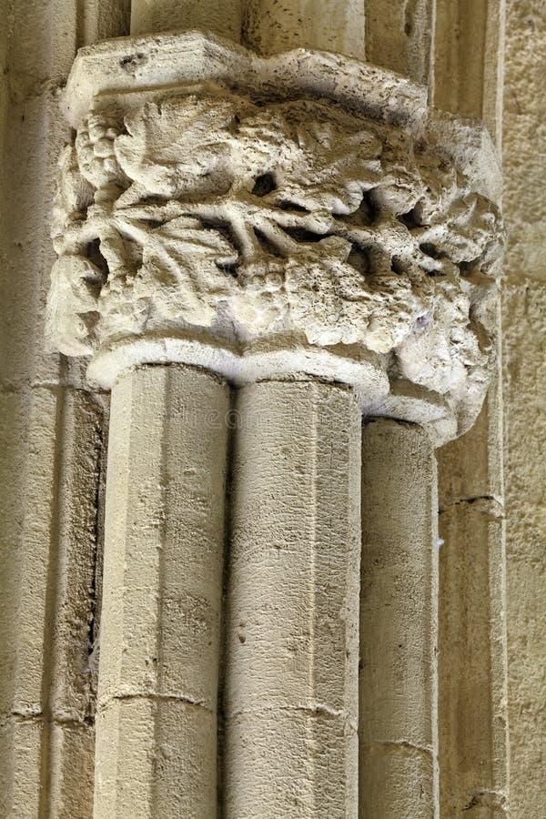 Travail en pierre découpé dans l'abbaye de Bellapais, Chypre photos stock