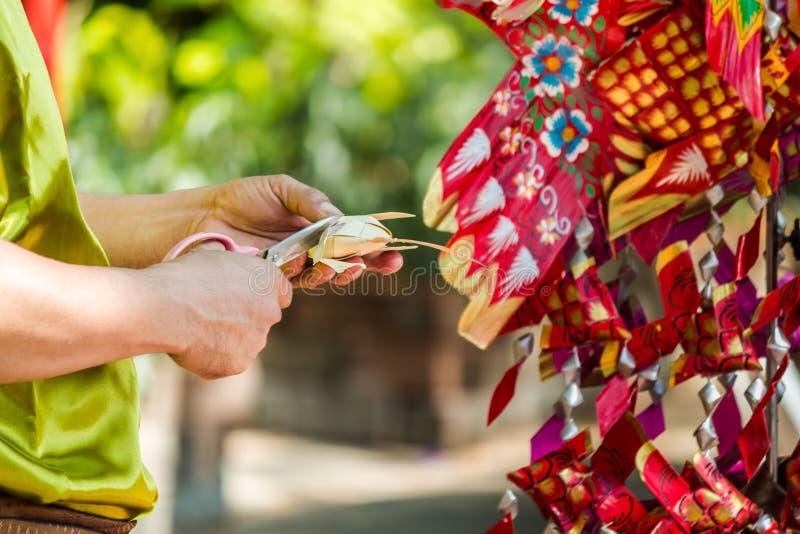 Travail manuel mobile de style de poissons en feuille de palmier tha?landais de carpe image libre de droits