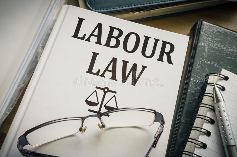 Travail ou livre de droit du travail Concept de législation et de justice photo libre de droits