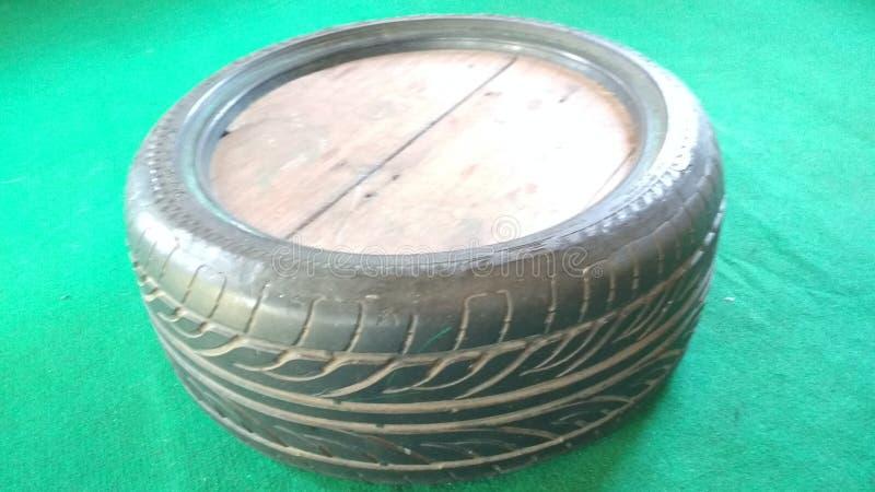 Travail unique modifié de table des pneus de voiture d'occasion images libres de droits