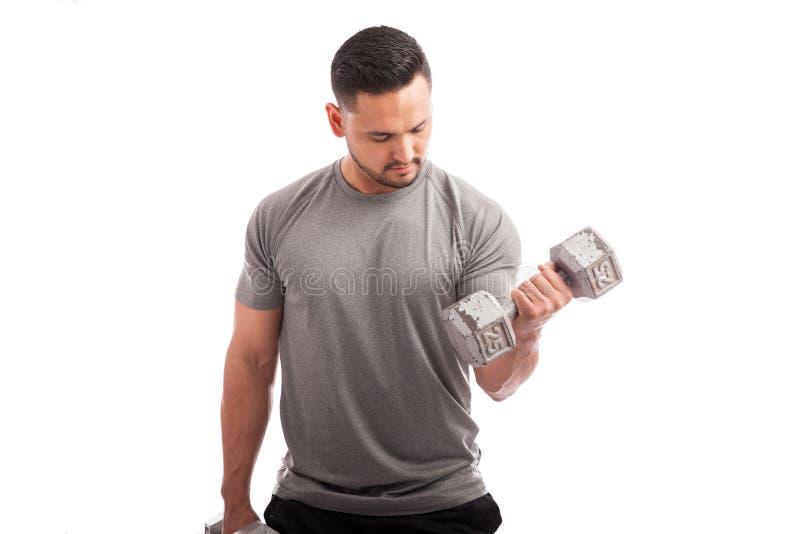 Travailler à ces biceps photo libre de droits
