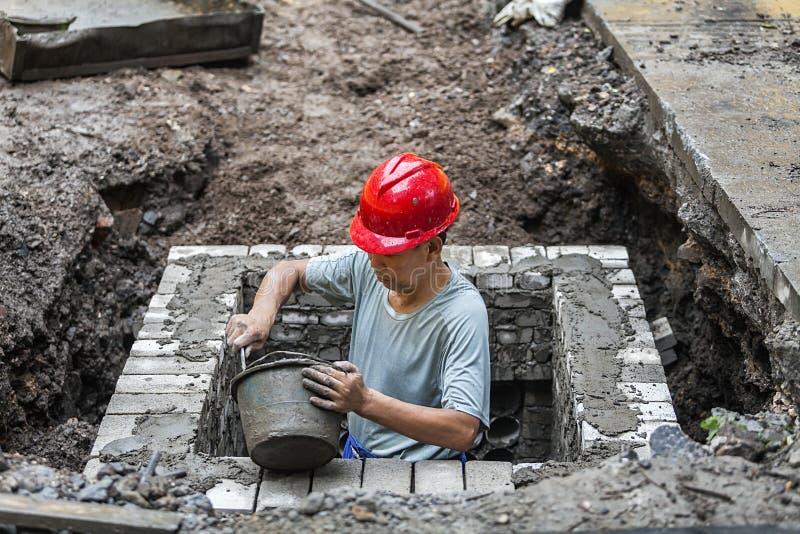Travailler de travailleurs migrants image stock