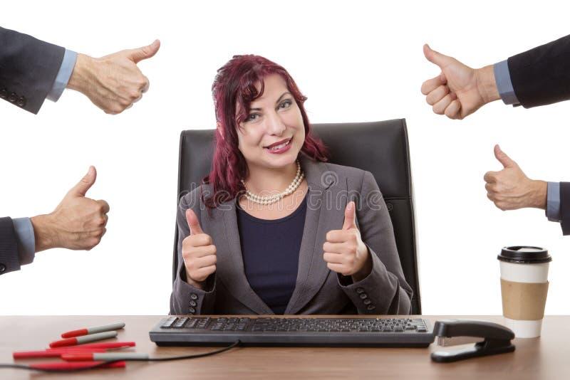 Travailler heureux dur dans le bureau photos libres de droits