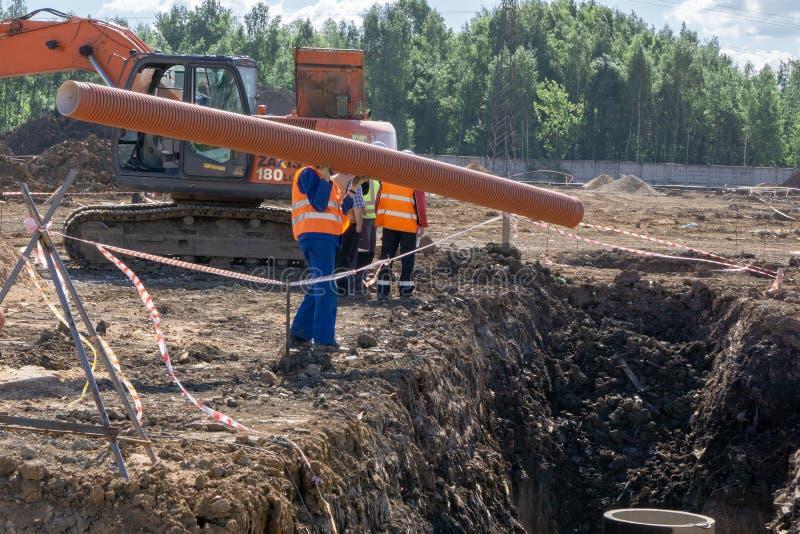 Travailleur au chantier de construction image stock