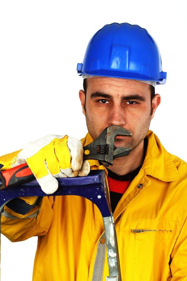 Travailleur avec une clé photo stock