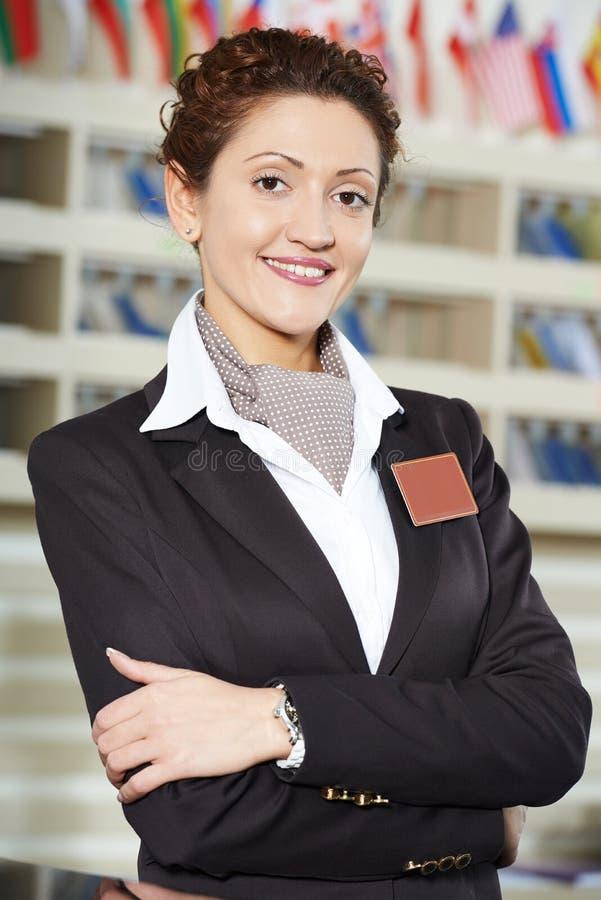 Travailleur d'hôtel à la réception photographie stock libre de droits