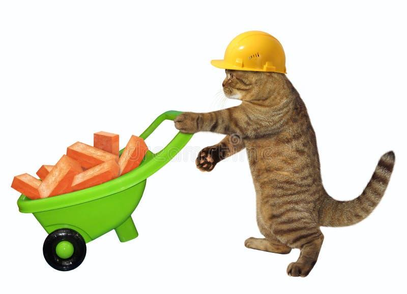 Travailleur de chat avec la brouette des briques photos libres de droits